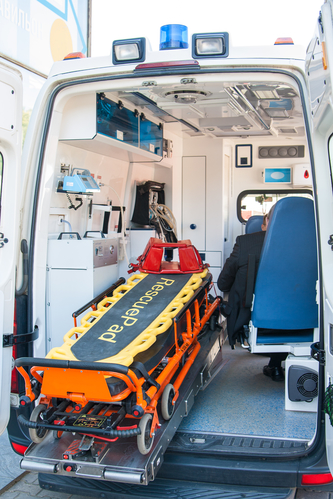 Equipment in the medical unit of a car